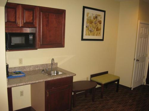 Best Western PLUS Springfield Airport Photo