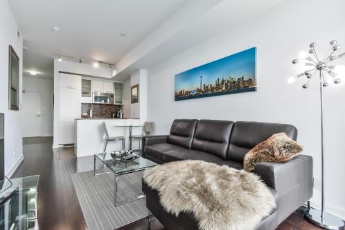Atlantis Suites - Toronto Furnished Apartment on York Street Photo