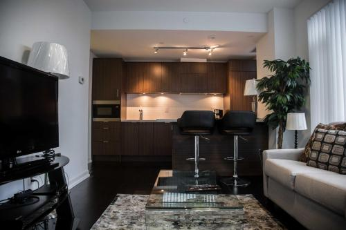 Corporate Ryan Suites DT Toronto Photo