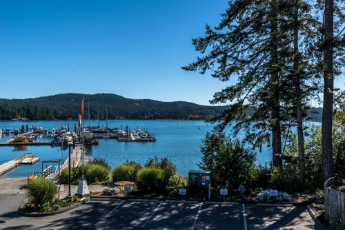 Sooke Harbour Resort and Marina Photo