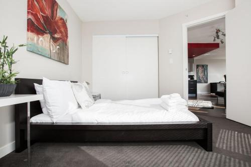 One-Bedroom Condo on West 2nd Avenue 610 Photo