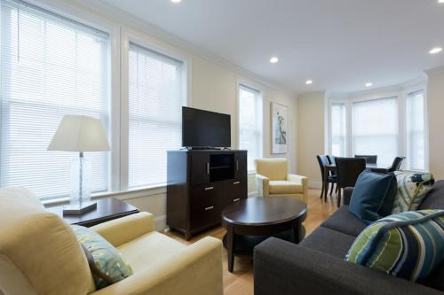 Three-Bedroom Apartment on Larose Place R Photo