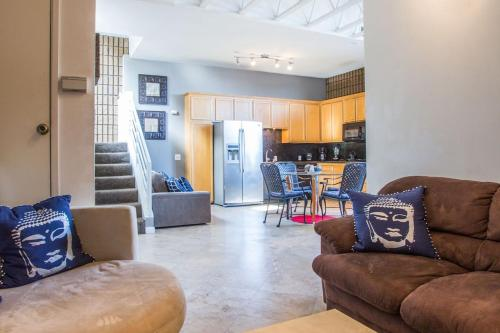 Three-Bedroom Townhouse on Grand Avenue A Photo