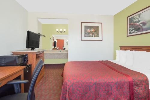 Days Inn Turlock Photo