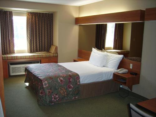 Parry Sound Inn and Suites Photo