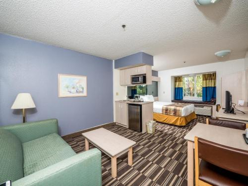 Microtel Inn & Suites Palm Coast Photo