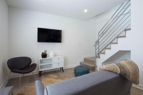 One-Bedroom Apartment on S Sepulveda Boulevard 4 Photo