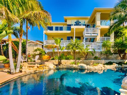 Poolside Paradise in San Cleme Photo