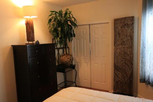 Cozy & Comfy SOMA Apt w/King-Size Bed - San Francisco, CA 94103