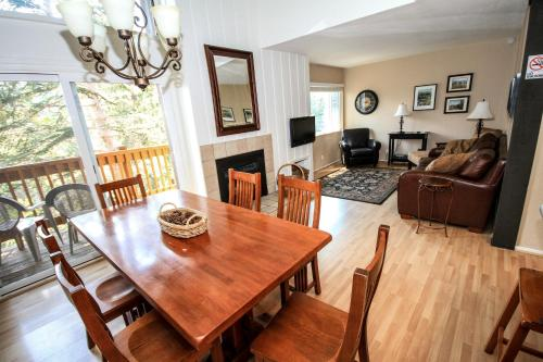 Mammoth Mountain Reservations Pet Friendly condos Photo