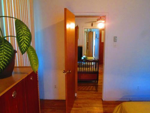 3 Bedroom Apartment by Metro Station Photo