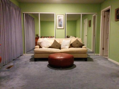 (2B) Huge 2-Bed Master Suite with Private Bathroom near Daly City BART Subway Station Photo