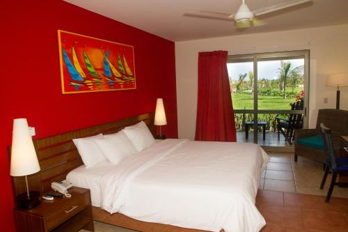 Royal Decameron Punta Sal Beach Resort, Spa & Convention Center Photo