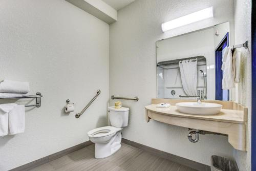 Motel 6 Grande Prairie Photo