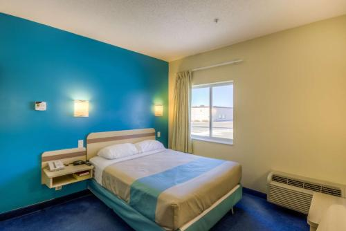 Motel 6 Estevan Photo