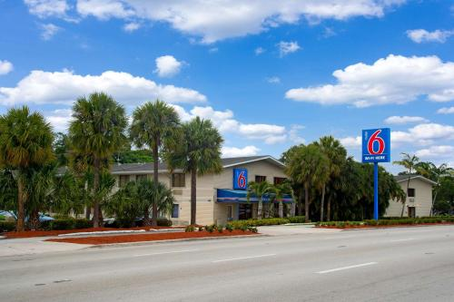Motel 6 Fort Lauderdale Photo