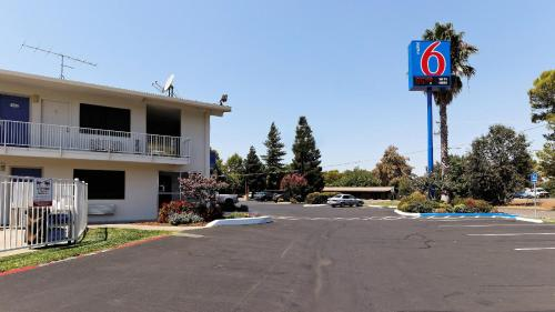 Motel 6 Chico Photo