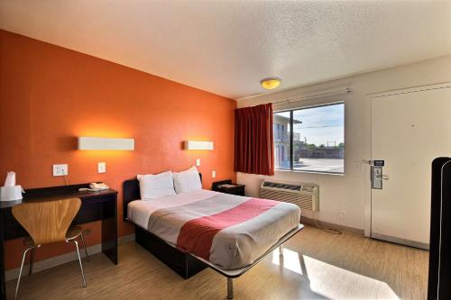 Motel 6 Laredo South Photo