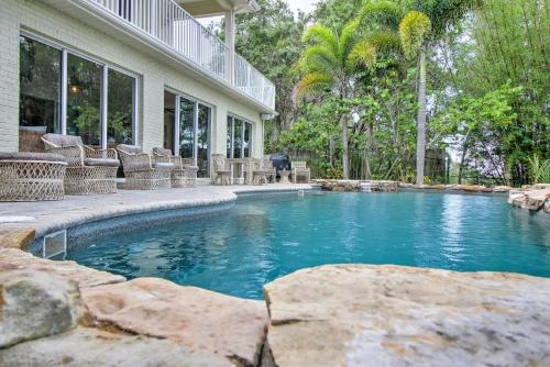 Waterfront Dolphin Cove Villa Photo