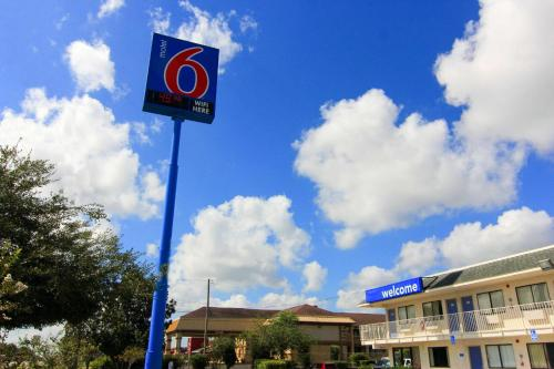 Motel 6 Kingsville Photo