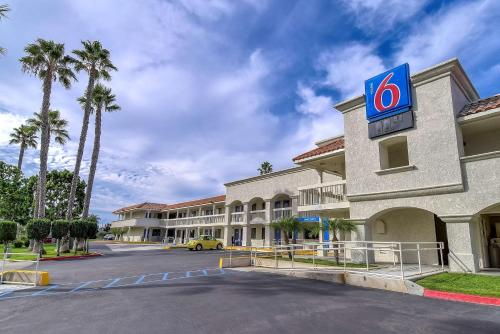 Motel 6 Carlsbad Beach Photo