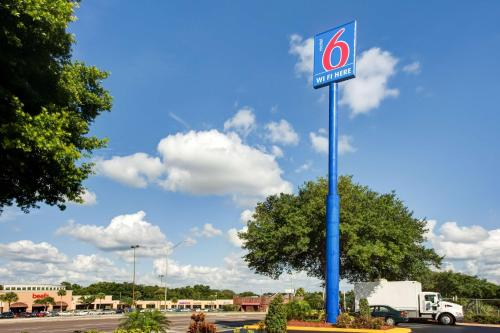 Motel 6 - Lakeland Photo