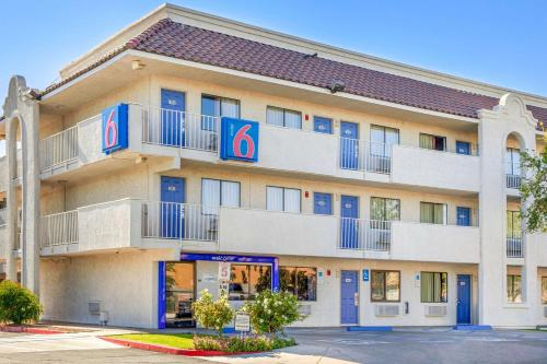 Motel 6 Phoenix West Photo