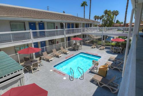 Motel 6 Santa Ana Photo