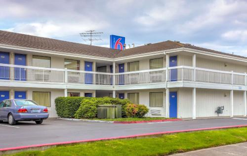 Motel 6 Medford North Photo