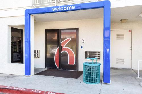 Motel 6 Bakersfield East Photo