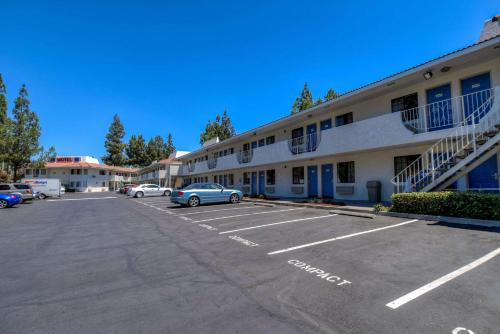 Motel 6 Los Angeles - San Dimas Photo
