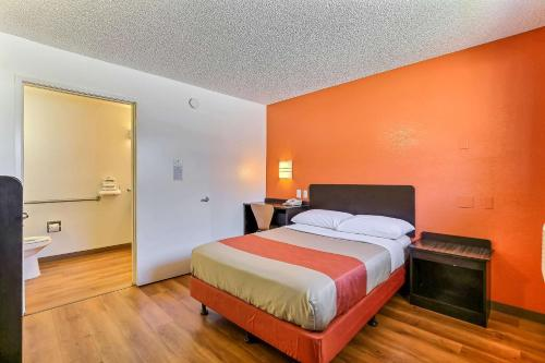 Motel 6 Oakland Airport Photo