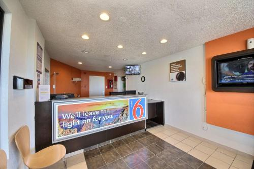 Motel 6 Laredo North Photo