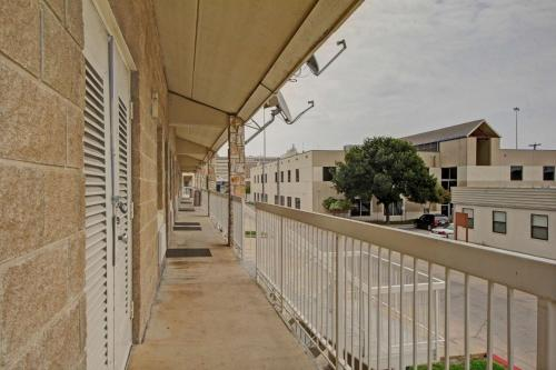 Motel 6 San Antonio Downtown - Market Square Photo