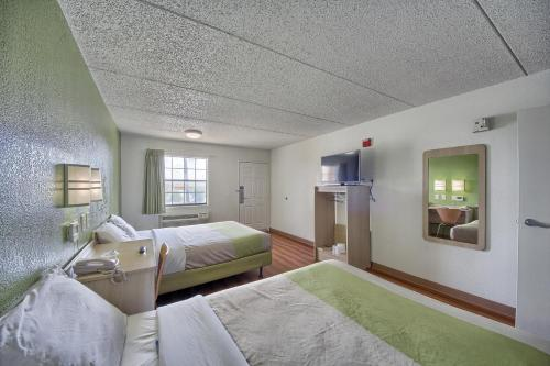 Motel 6 San Antonio Northwest - Medical Center Photo