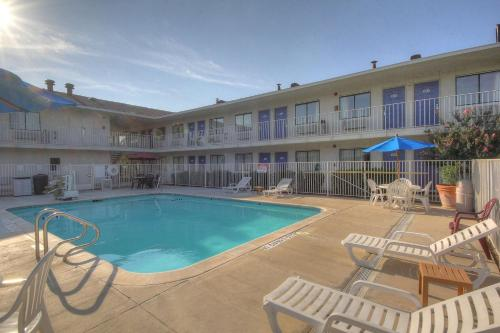 Motel 6 San Antonio - Fiesta Photo