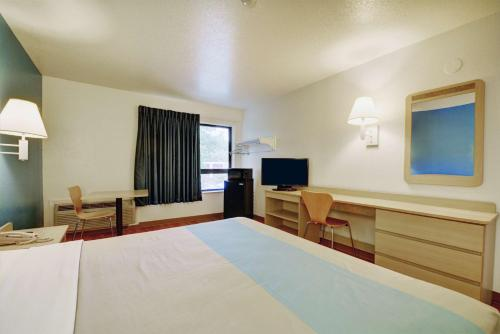 Motel 6 Newport Rhode Island Photo
