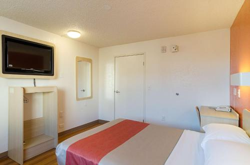 Motel 6 Denver Central - Federal Boulevard photo 42