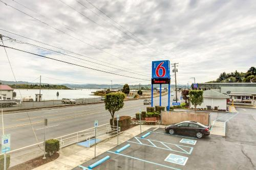 Motel 6 Coos Bay Photo