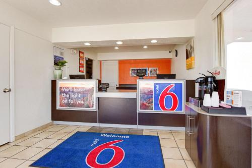 Motel 6 Scottsdale South Photo