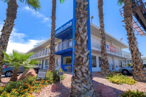 Motel 6 Las Vegas - I-15 photo 29
