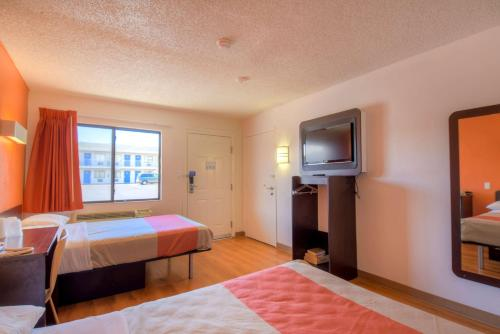 Motel 6 Las Vegas - I-15 photo 35