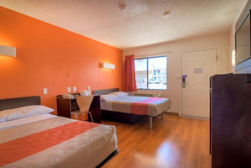 Motel 6 Las Vegas - I-15 photo 36