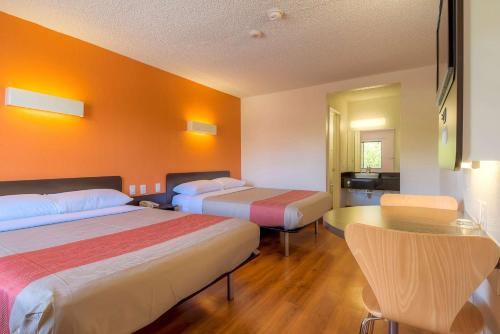 Motel 6 Las Vegas - I-15 photo 37