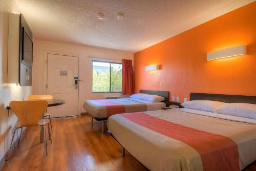 Motel 6 Las Vegas - I-15 photo 39