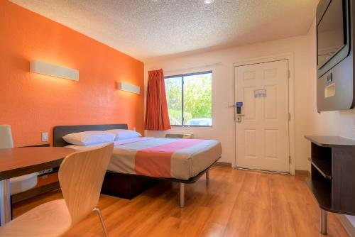 Motel 6 Las Vegas - I-15 photo 42