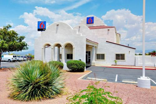Motel 6 Benson Photo