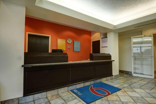 Motel 6 Denison Photo