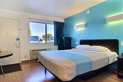 Motel 6 Carlsbad Photo