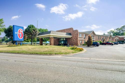 Motel 6 Waukegan Photo